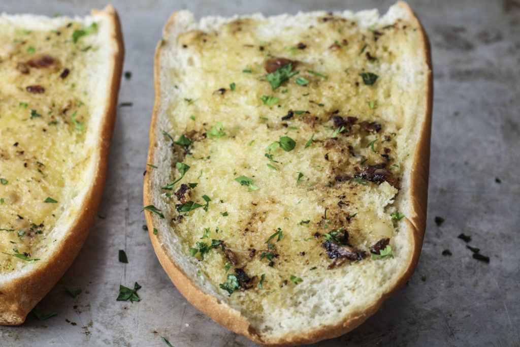 Roasted Garlic Bread recipe via Mince Republic