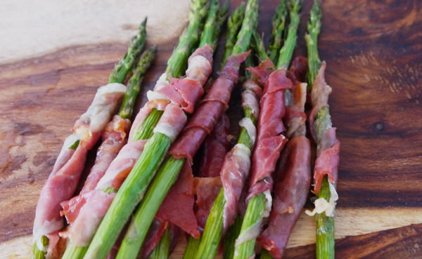 Prosciutto Wrapped Asparagus Recipe - Mince Republic