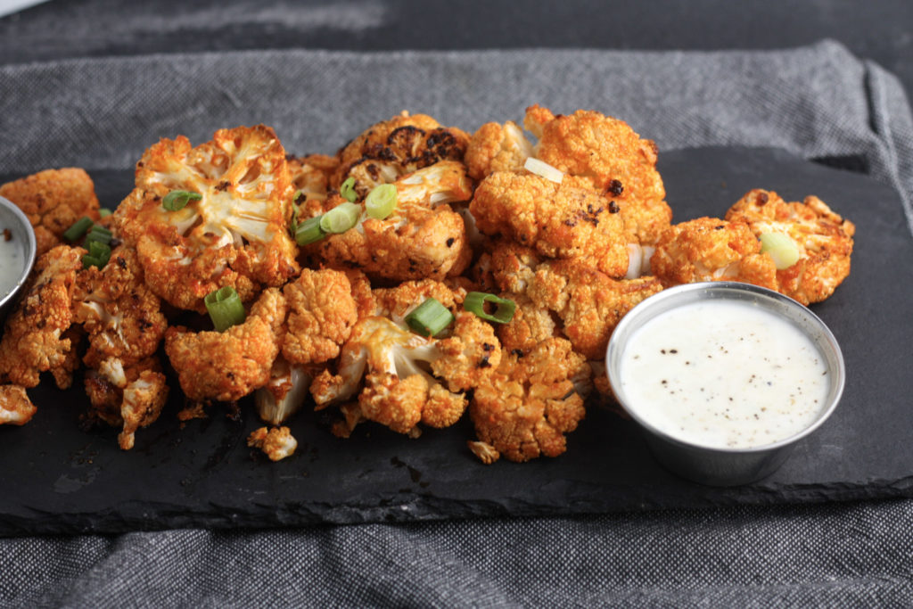 Buffalo Cauliflower Recipe, great recipe for game day! |healthy, ketogenic, paleo | mincerepublic.com