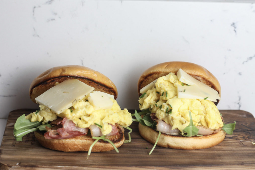 Egg & Bacon Breakfast Sandwich with Sharp Cheddar, Arugula and Sriracha Mayo. The perfect start to your morning or Brunch! | mincerepublic.com