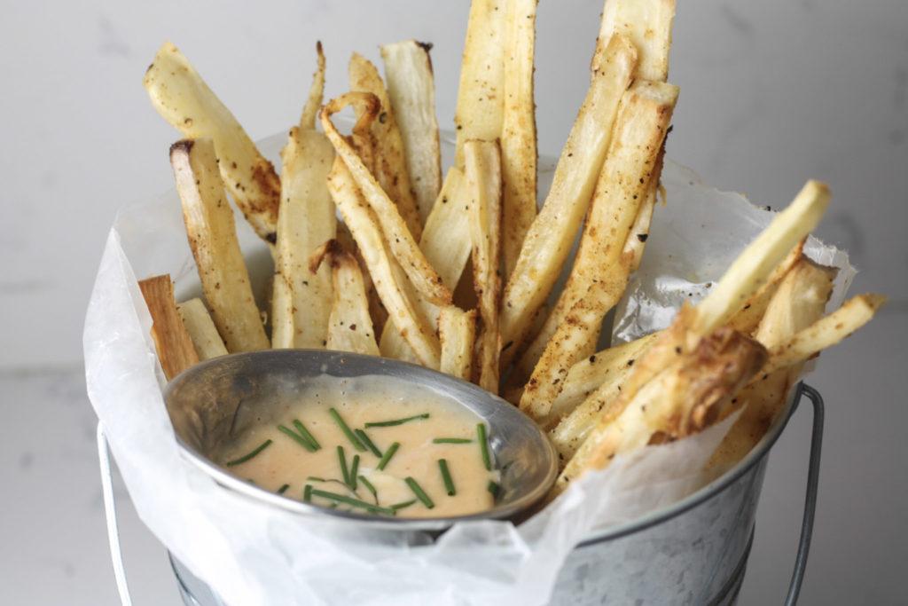 Yuca Fries with Sriracha Aioli recipe via Mince Republic | a fun take on traditional french fries!