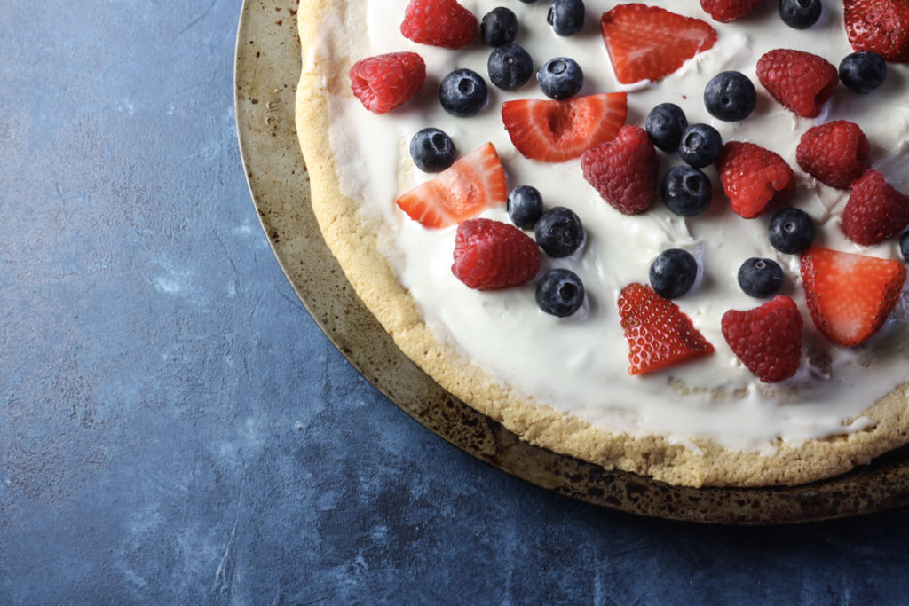 Fruit Pizza with Sugar Cookie Crust   The perfect summer dessert recipe for a crowd! Great for Fourth of July #fruitpizza #summerdesserts   mincerepublic.com