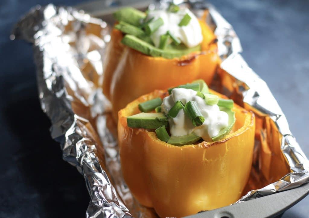 Buffalo Chicken Stuffed Peppers recipe | #lowcarb #keto #easydinnerideas | mincerepublic.com