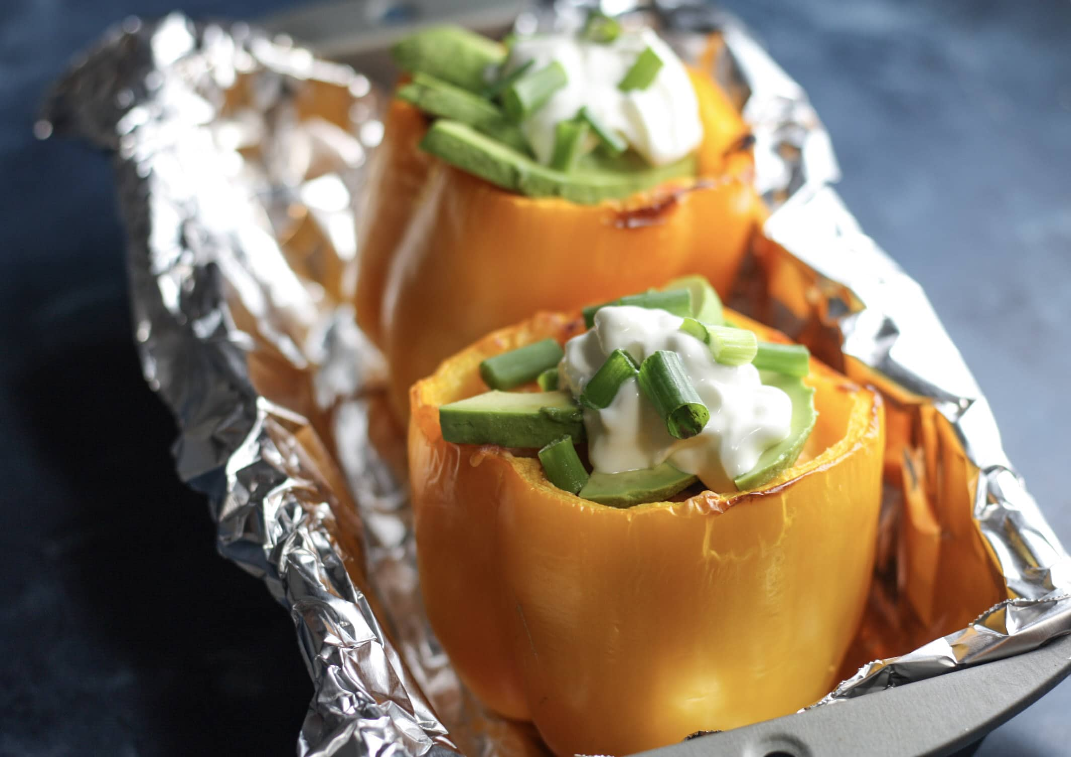 Buffalo Chicken Stuffed Peppers recipe | #lowcarb #keto #easydinnerideas | mincerepublic.com