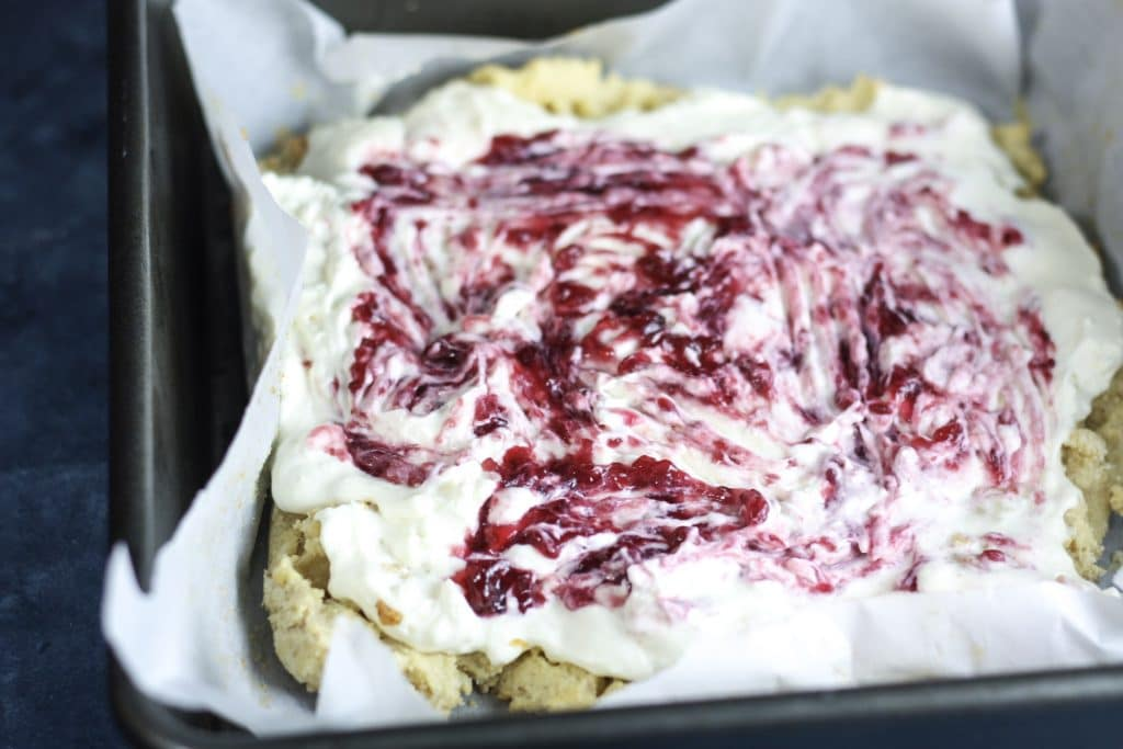 Keto Raspberry Cheesecake Bars Recipe | Low carb, ketogenic friendly | #lowcarb #keto | mincerepublic.com