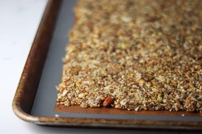 Keto Granola Recipe | Easy low carb snack idea #keto #lowcarb | mincerepublic.com