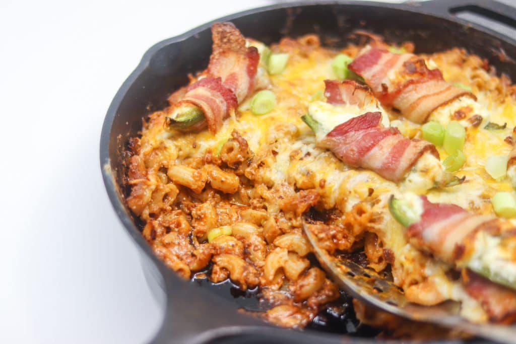 Bacon Wrapped Jalapeno Popper Mac and Cheese with Chorizo Recipe | #glutenfree #gameday | mincerepublic.com