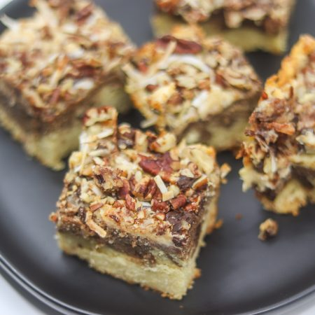 Keto Magic Bars with Brookie Crust Recipe | #keto #lowcarbdesserts | mincerepublic.com