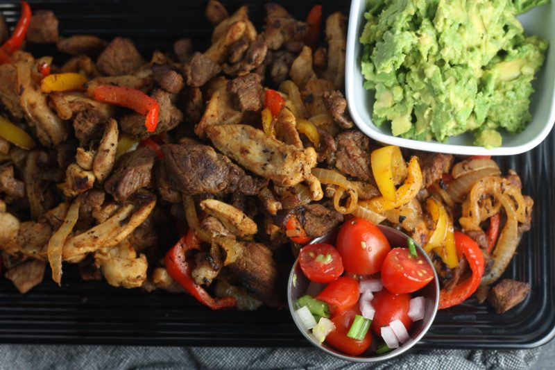 Chicken & Steak fajitas recipe | #keto #paleo #lowcarb | mincerepublic.com